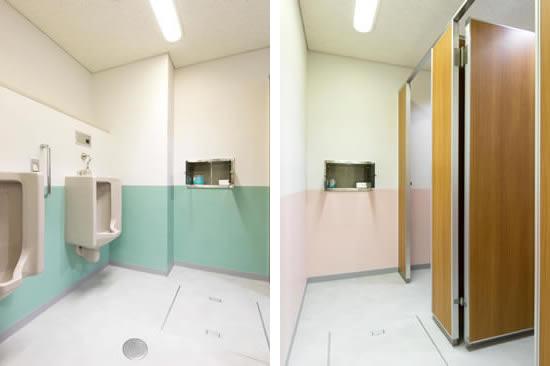 採尿室(左写真:男/右写真:女)